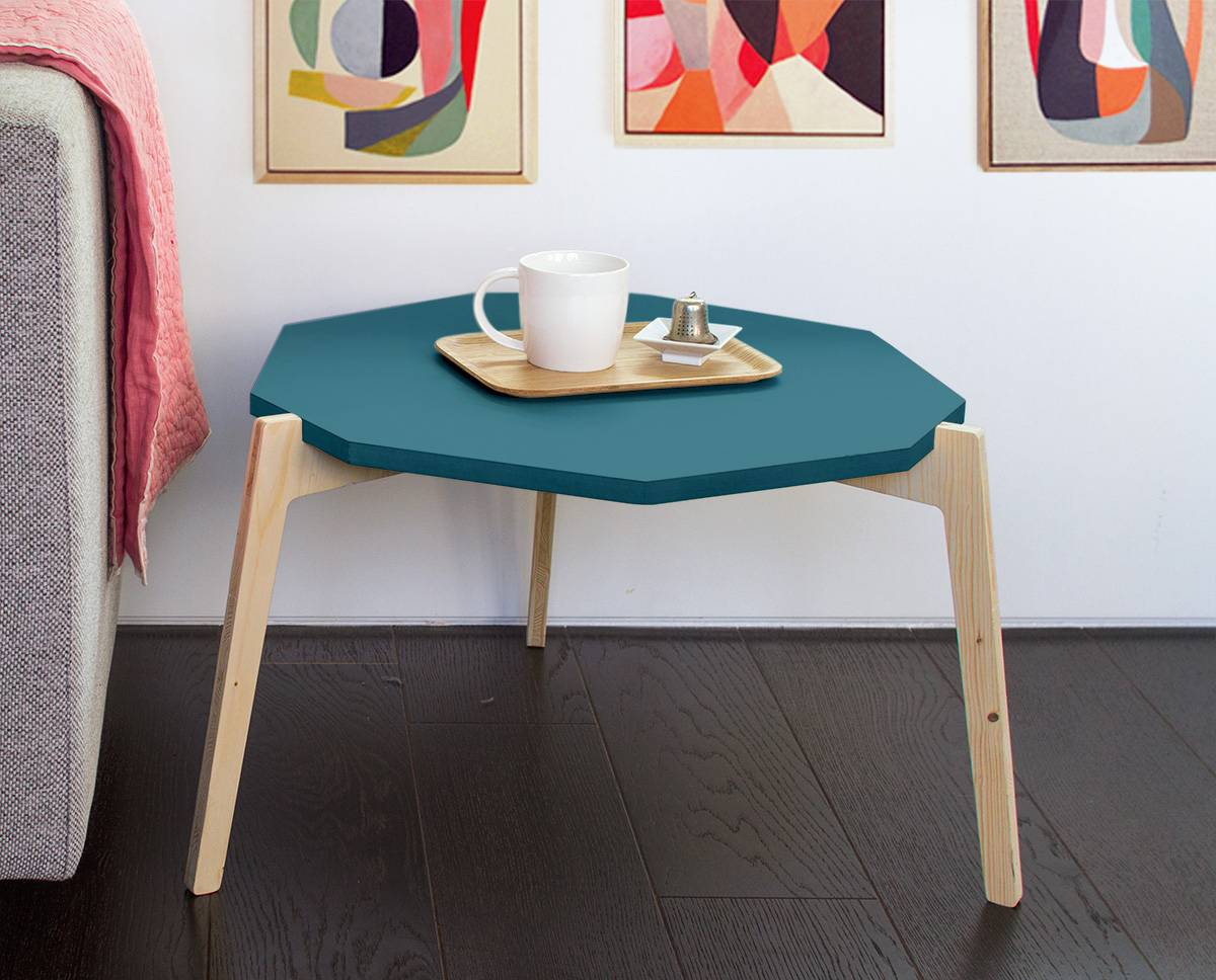 table-basse-laquee-bleu-trepied